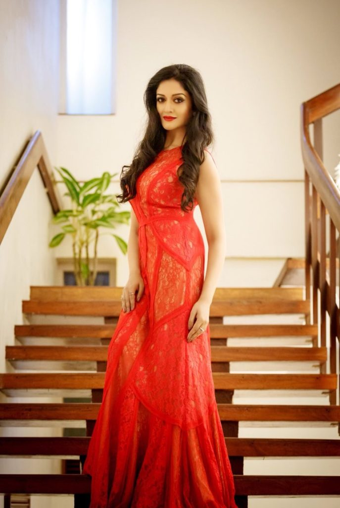 Vimala Raman Hot HD Sexy Pics In Red Clothes