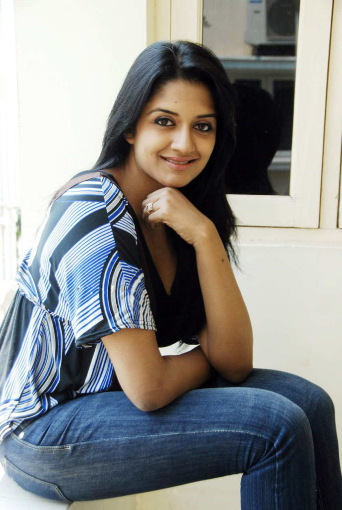 Vimala Raman Hot Images In Jeans Top