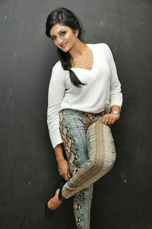 Vimala Raman Hot Pics In Jeans Top