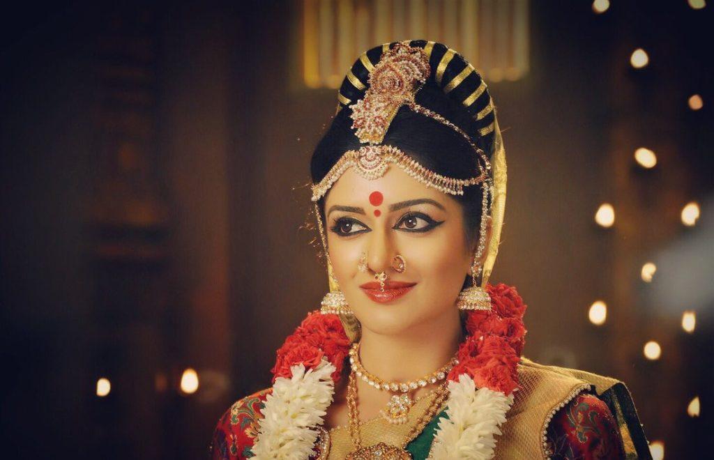 Vimala Raman New Stylish Pics