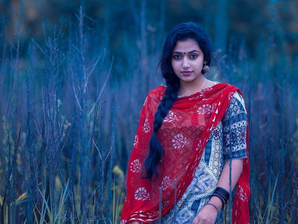 Anu Sithara HD Pics In Raining