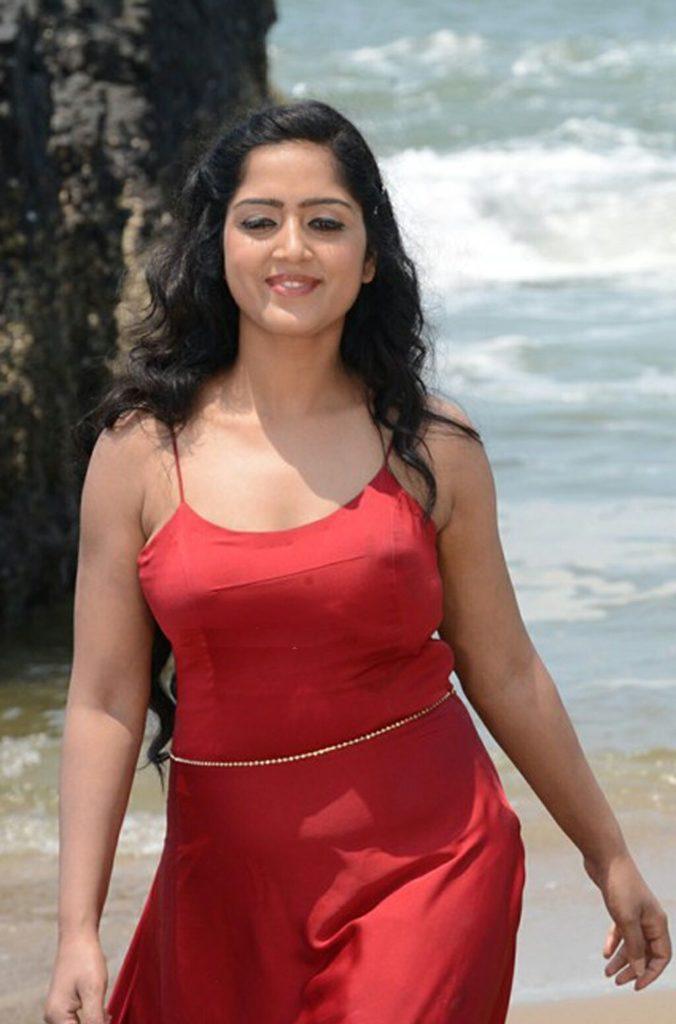 Divya Singh Hot