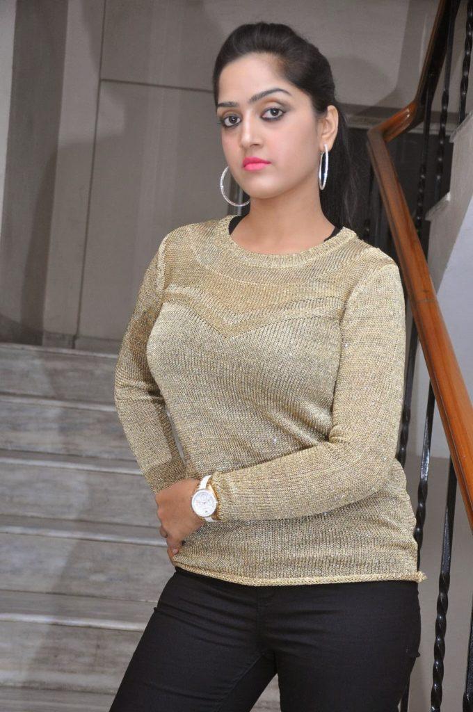 Divya Singh Hot & Sexy Photos