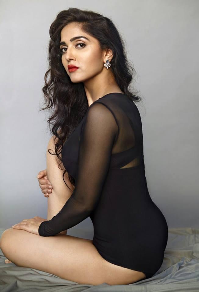 Divya Singh In Bikini Pics