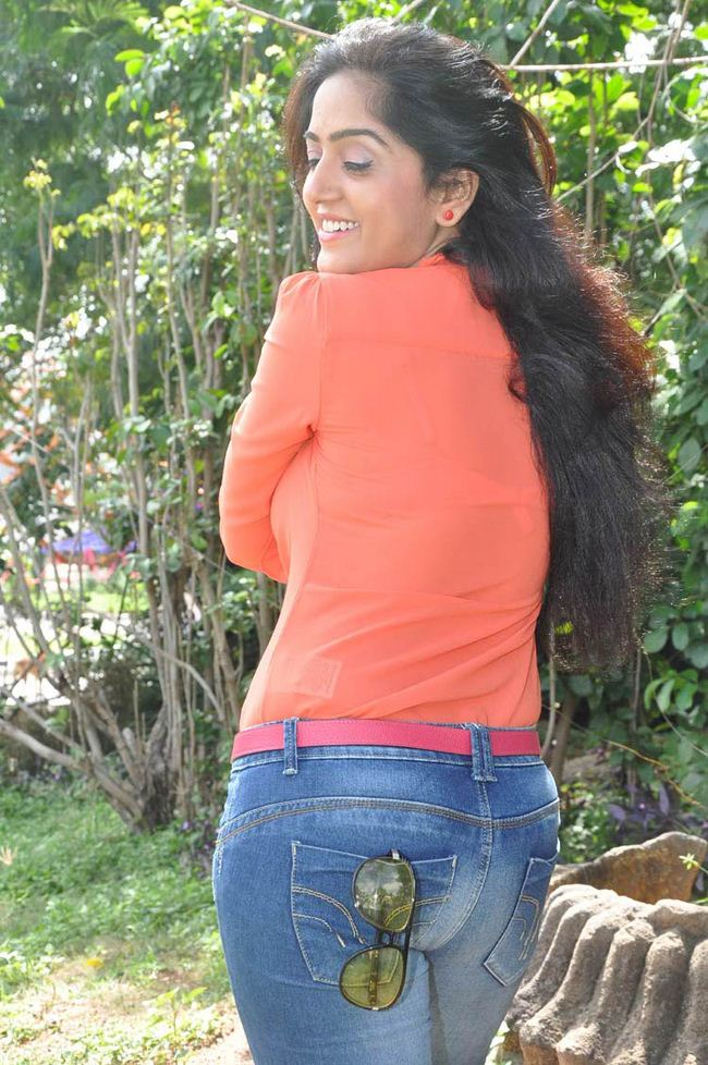 Divya Singh In Jeans Top Images