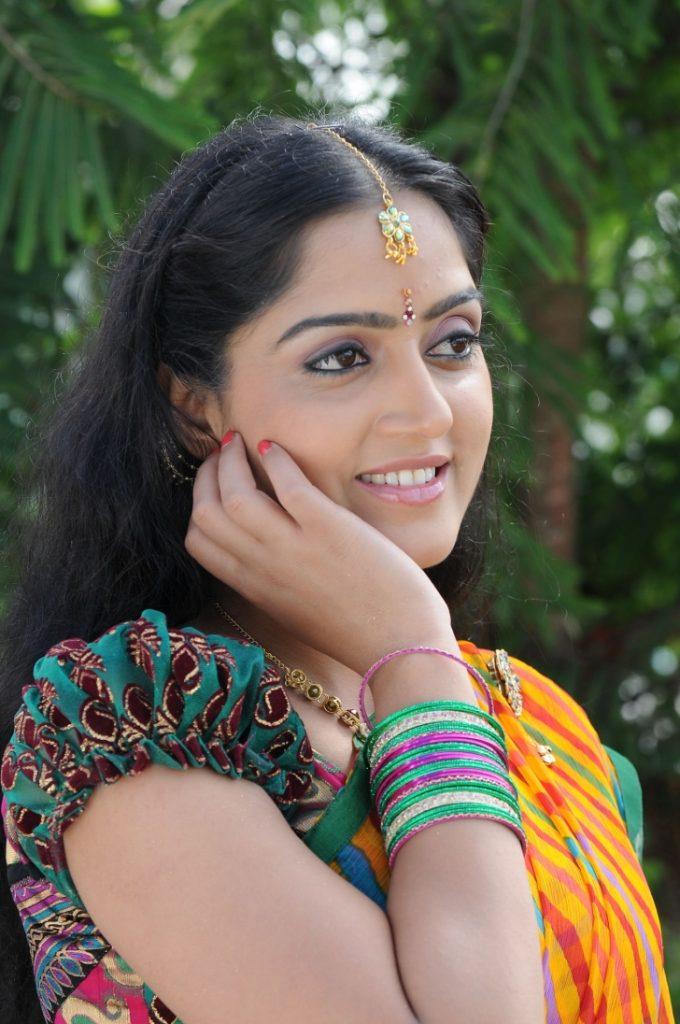 Divya Singh Smile Pics