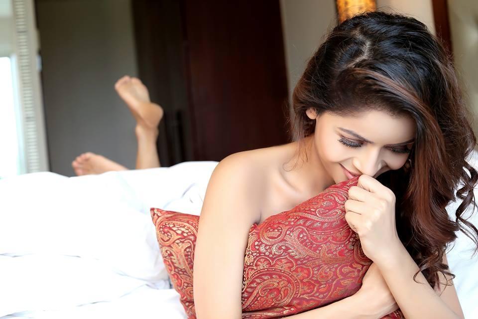 Gehana Vasisth Smile Pics