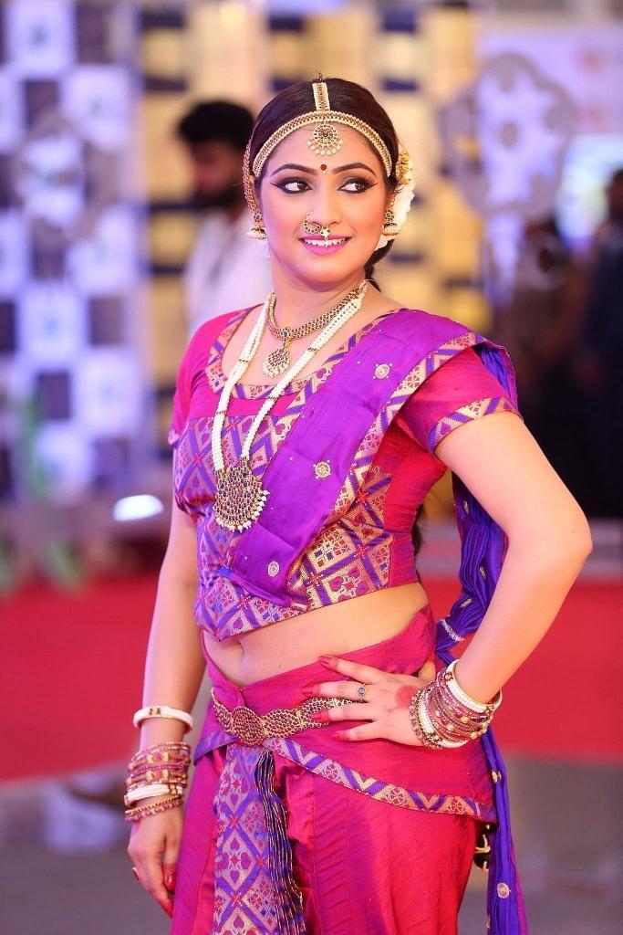 Haripriya In Saree Sexy Pics