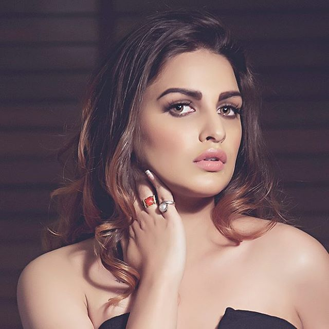 Himanshi Khurana Cute Pictures Gallery
