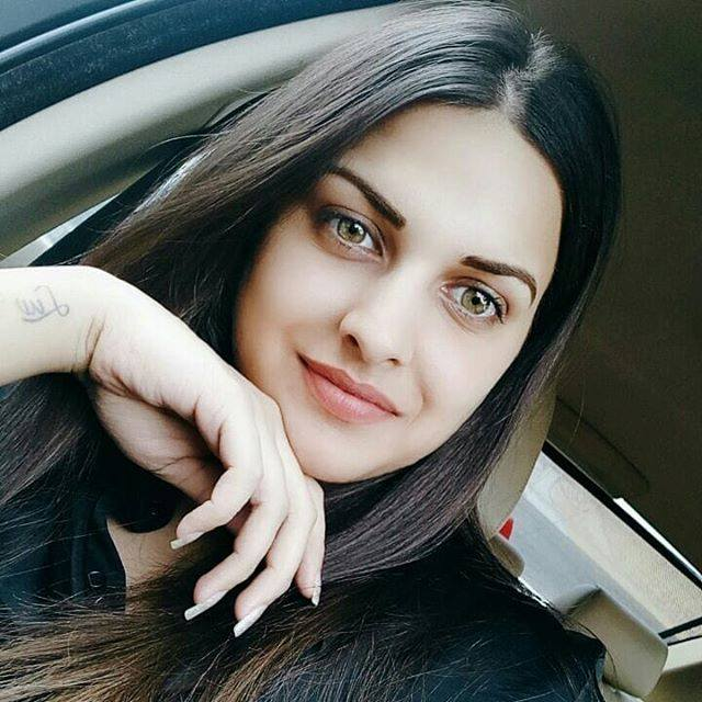 Himanshi Khurana Cute Smiling Photos