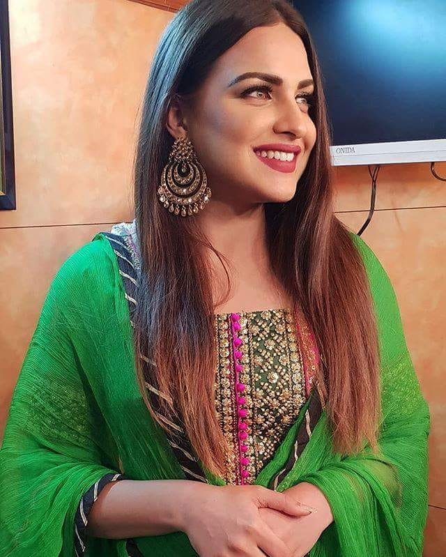 Himanshi Khurana In Green Clothes
