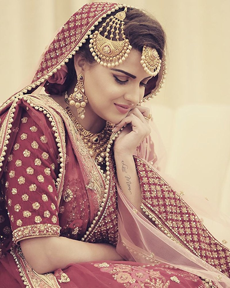 Himanshi Khurana In Suit