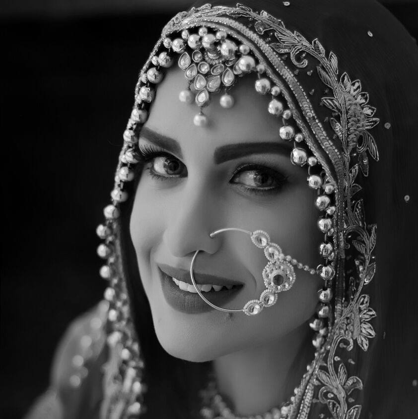 Himanshi Khurana Lovely HD Photos