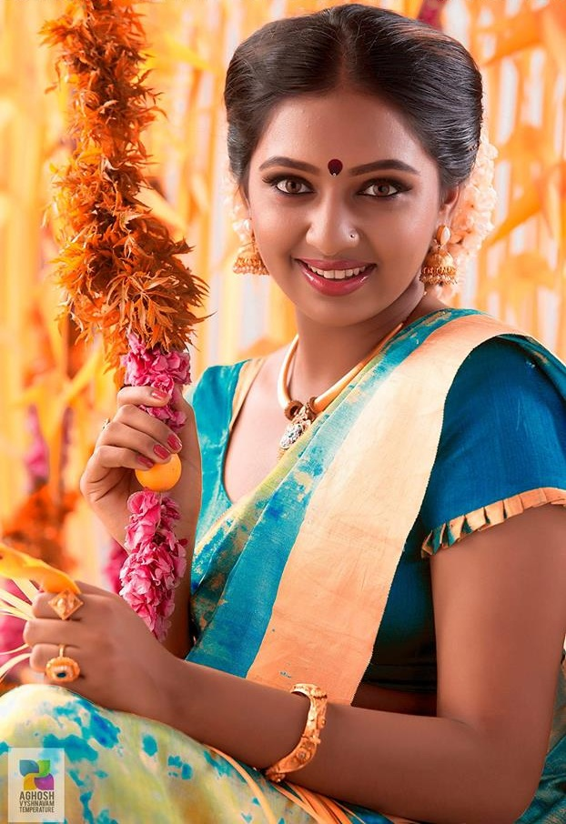 Lakshmi Menon Hot Pics In Saree