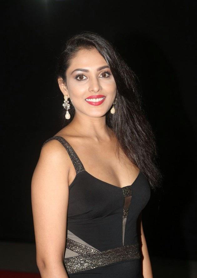 Madhu Shalini Bold Photos