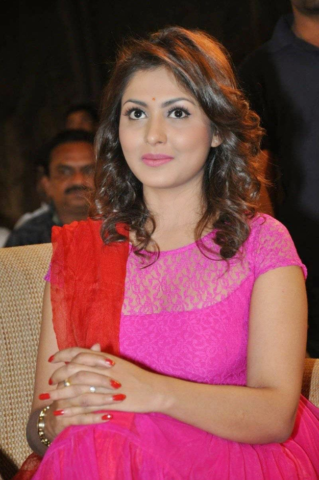 Madhu Shalini HD Pictures At Awards Show