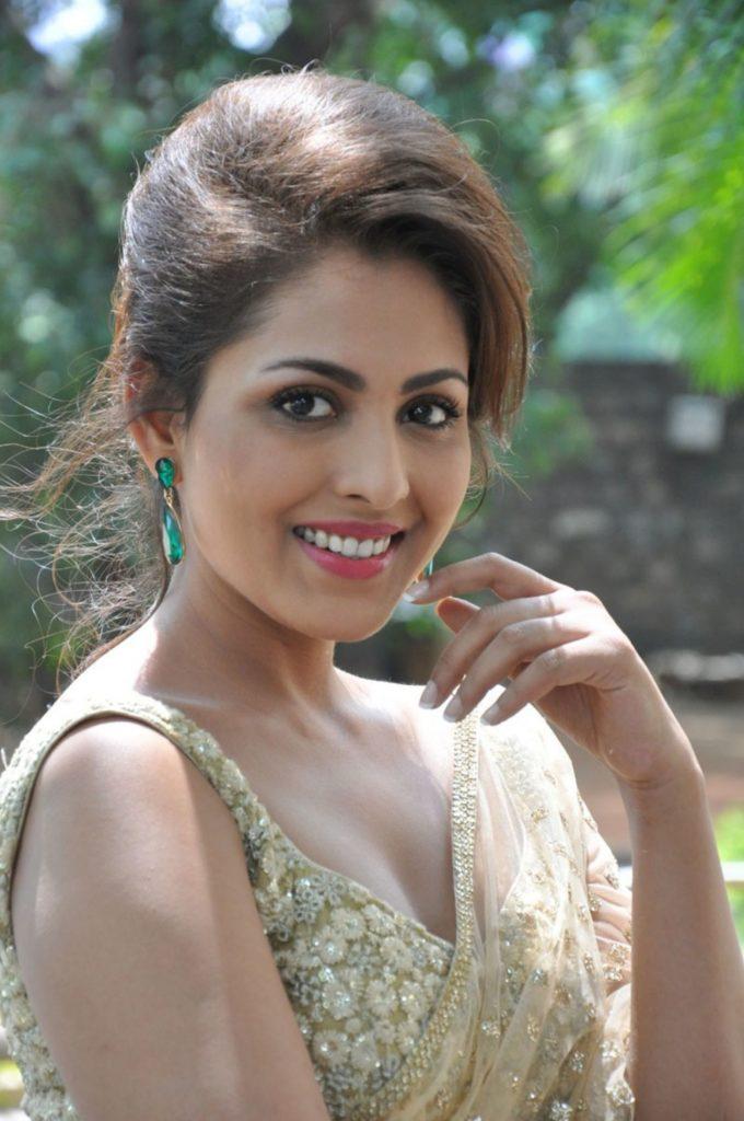 Madhu Shalini Sexy