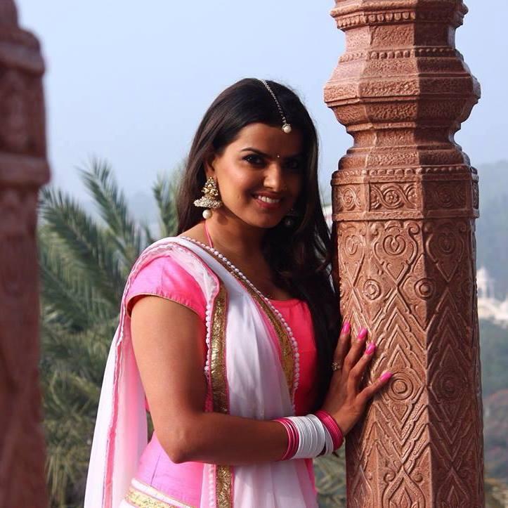 Madhu Sharma Cute Smile Pics