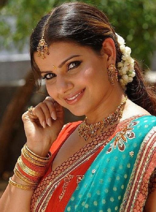 Madhu Sharma In Saree Images