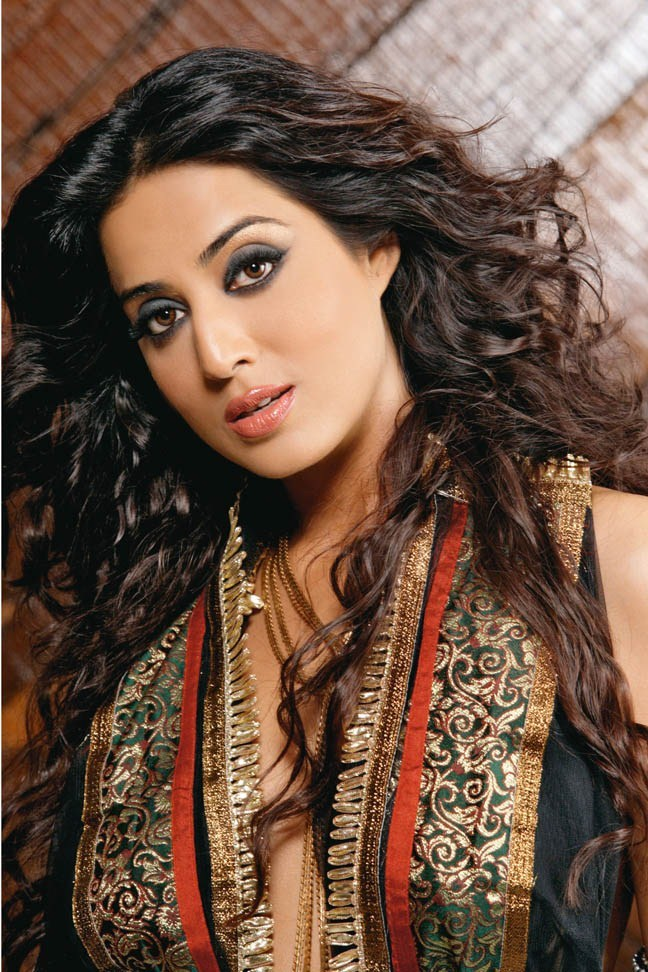 Mahi Gill Hair Style Pics