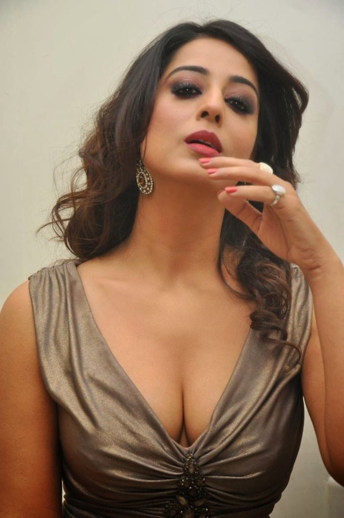 Mahi Gill Hot Pics Gallery