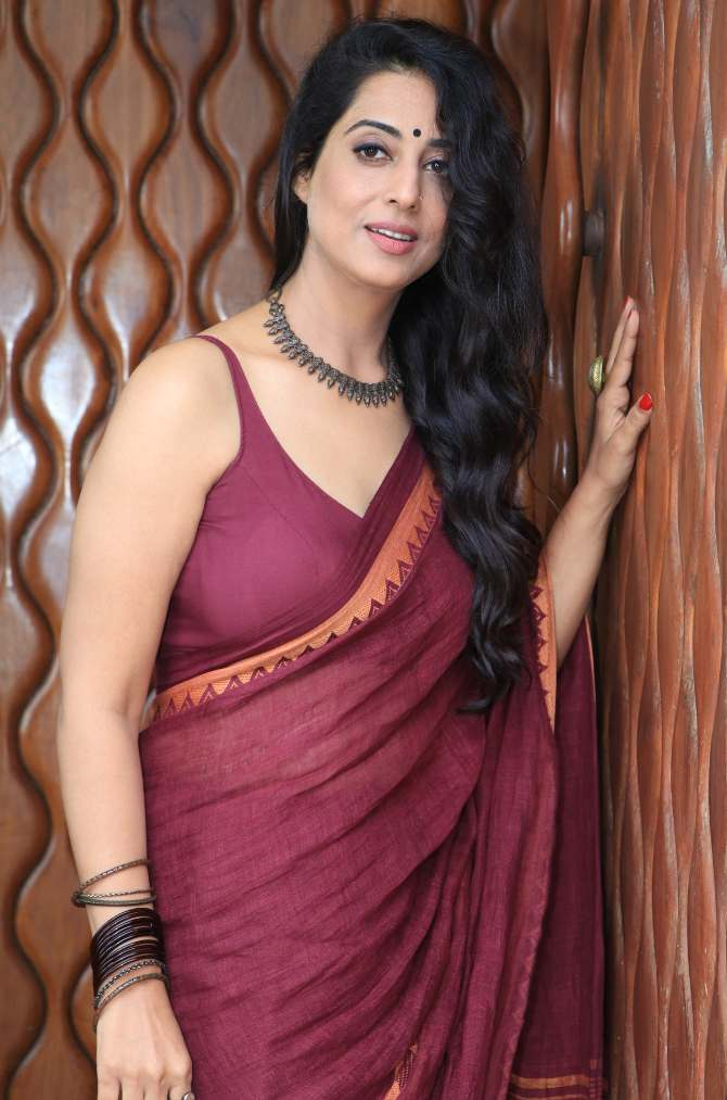 Mahi Gill In Saree Pics