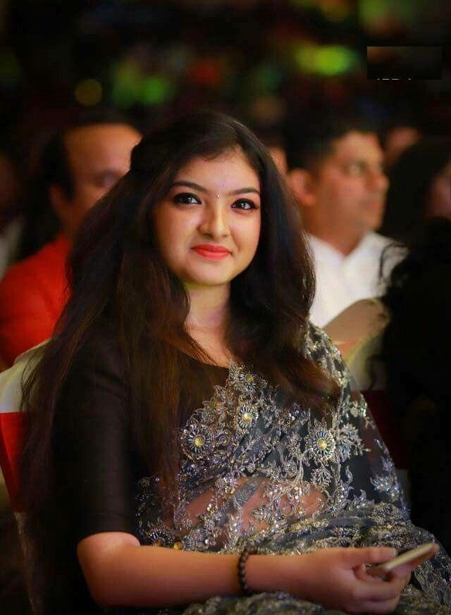 Malavika Nair Hair Style Photos
