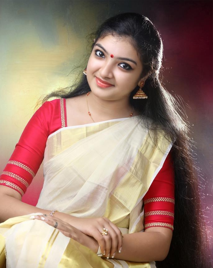 Malavika Nair In Saree Photos