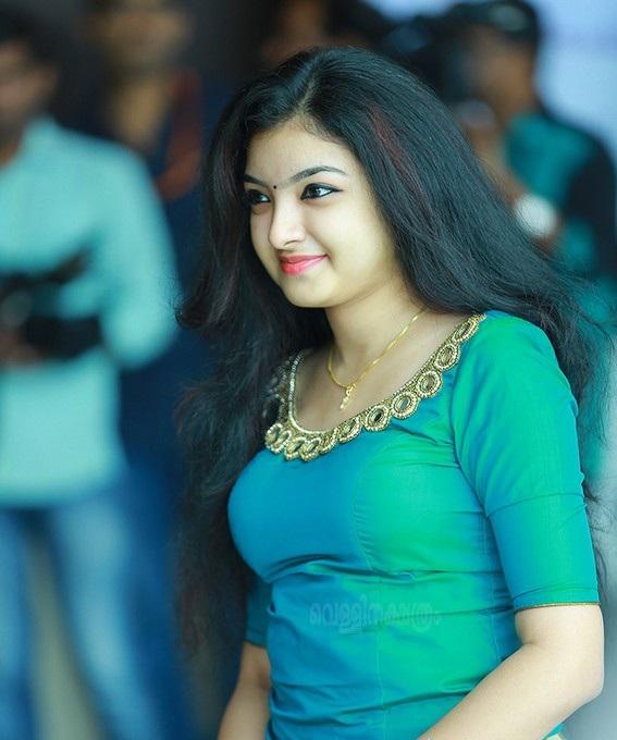 Malavika Nair Pics Gallery