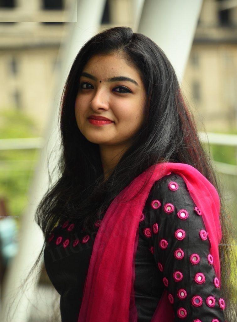 Malavika Nair Sexy Pics