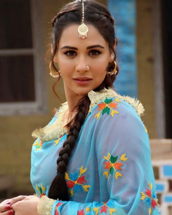 Mandy Takhar Bold Wallpapers
