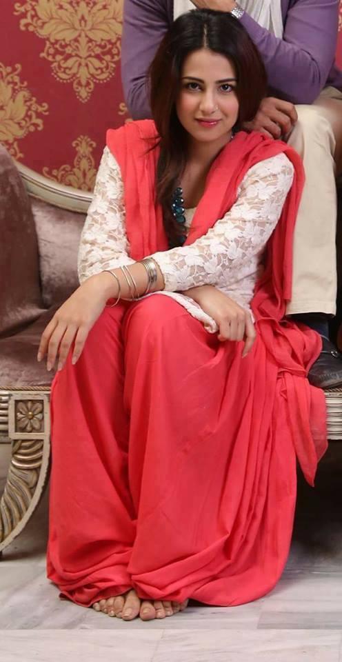 Mandy Takhar Full HD Pics Gallery