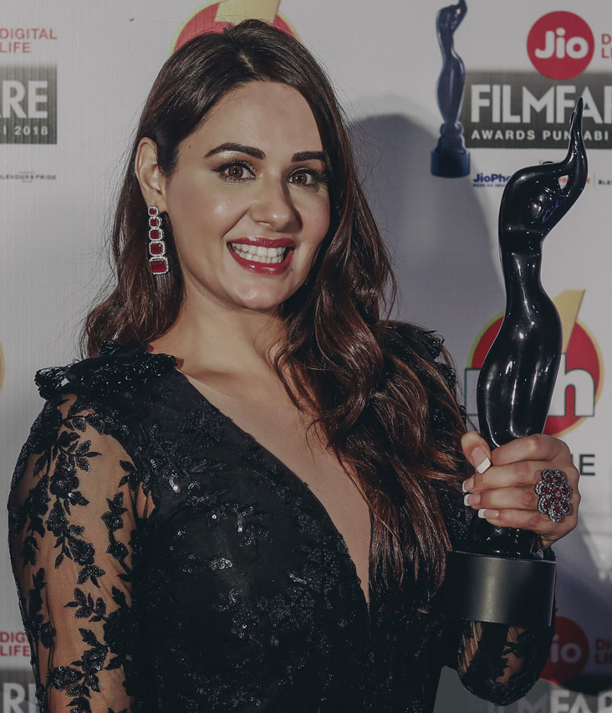 Mandy Takhar Hot Pics With Awards Bold Pics