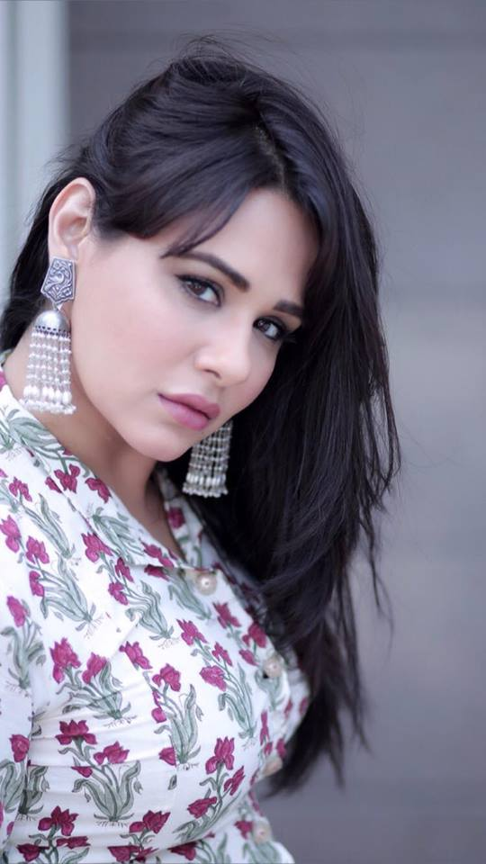 Mandy Takhar Hot