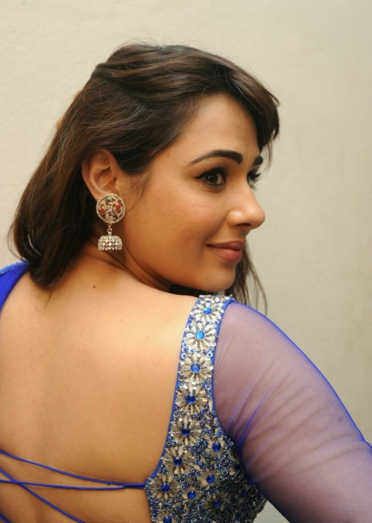 Mandy Takhar In Backless Clothes Bold Pics