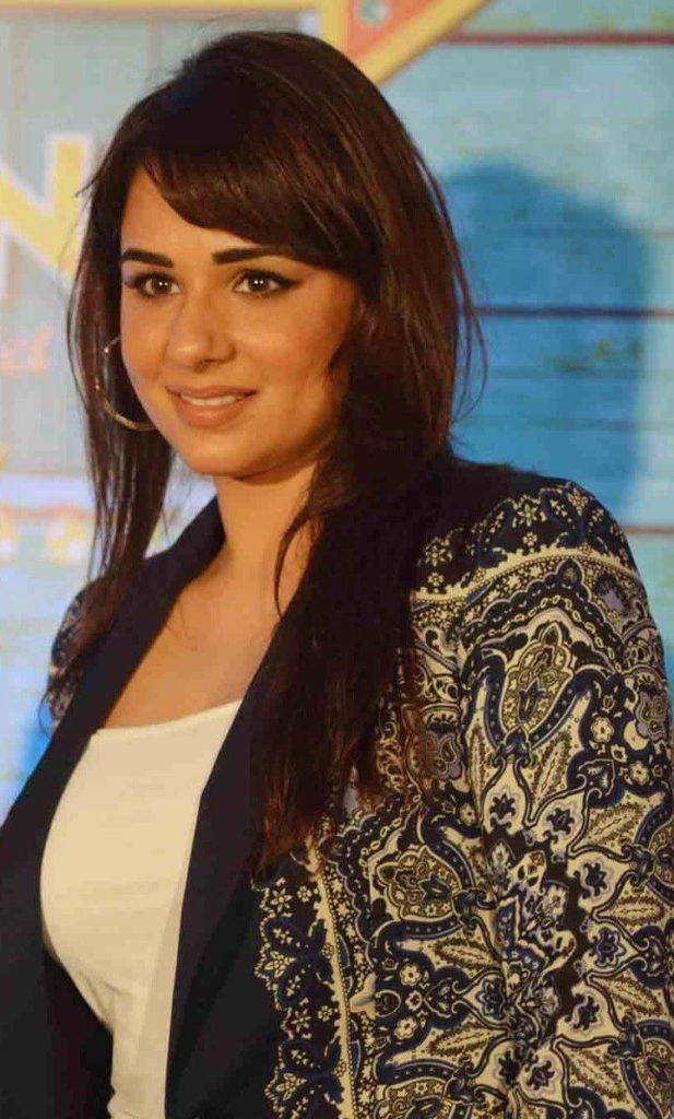 Mandy Takhar Latest Hair Style Pics