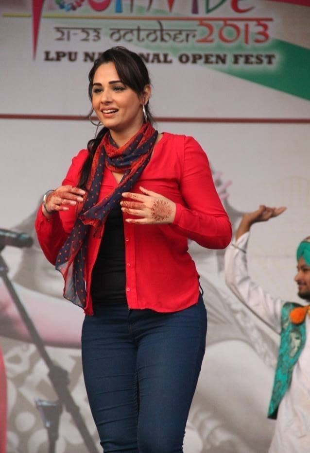 Mandy Takhar New Photos