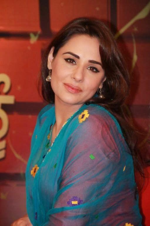 Mandy Takhar New Pics