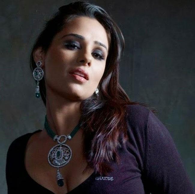 Mandy Takhar Sexy Pics