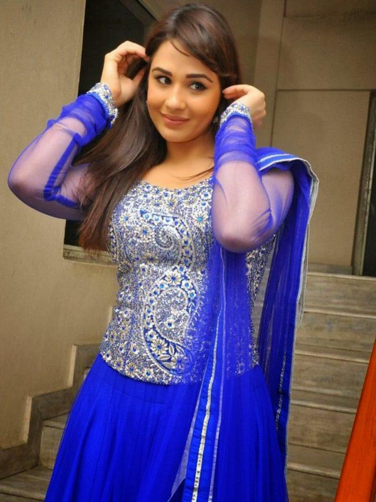 Mandy Takhar Stylish Photos