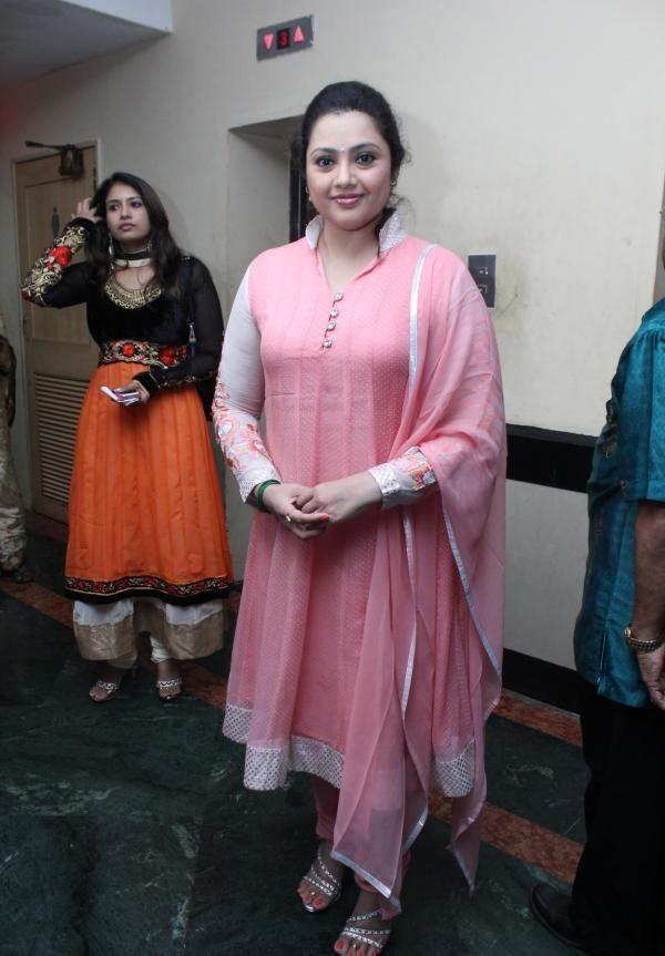 Meena Pictures In Salwaar Kameez