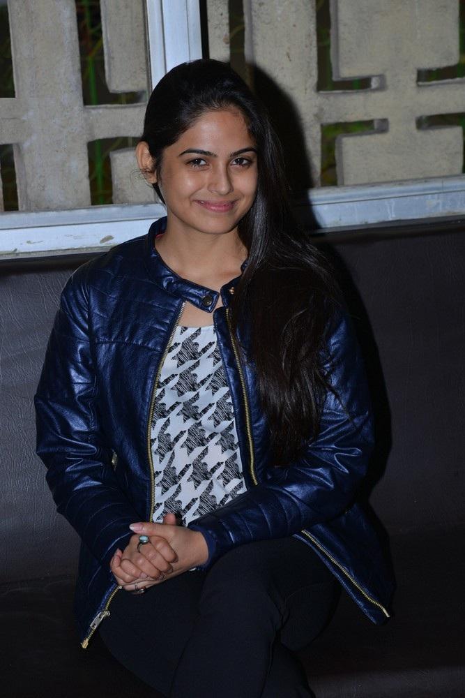 Naina Ganguly Hot Pics Gallery