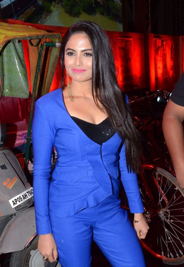 Naina Ganguly In Blue Clothes Wallpapers