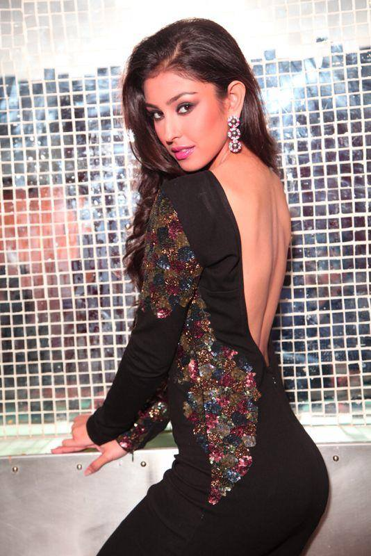 Navneet Kaur Dhillon In Backless Clothes