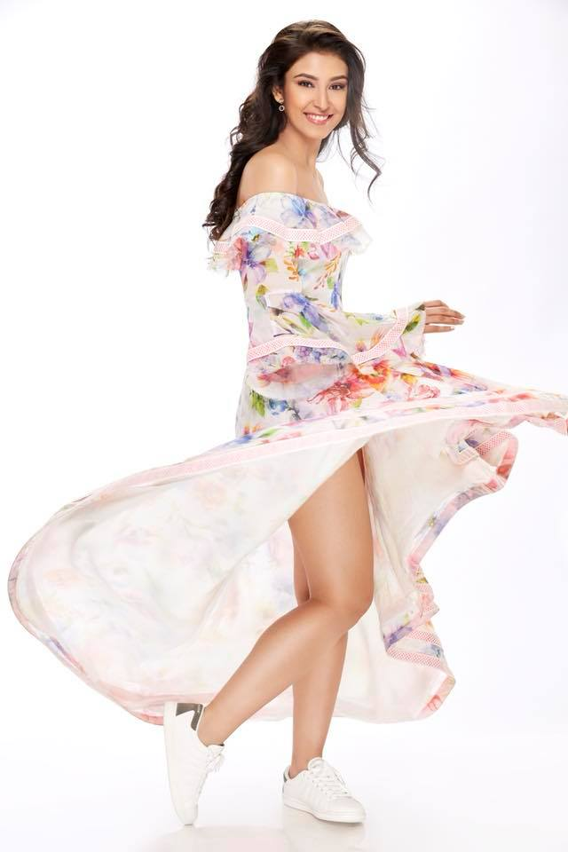 Navneet Kaur Dhillon In Bikini Bra Pics