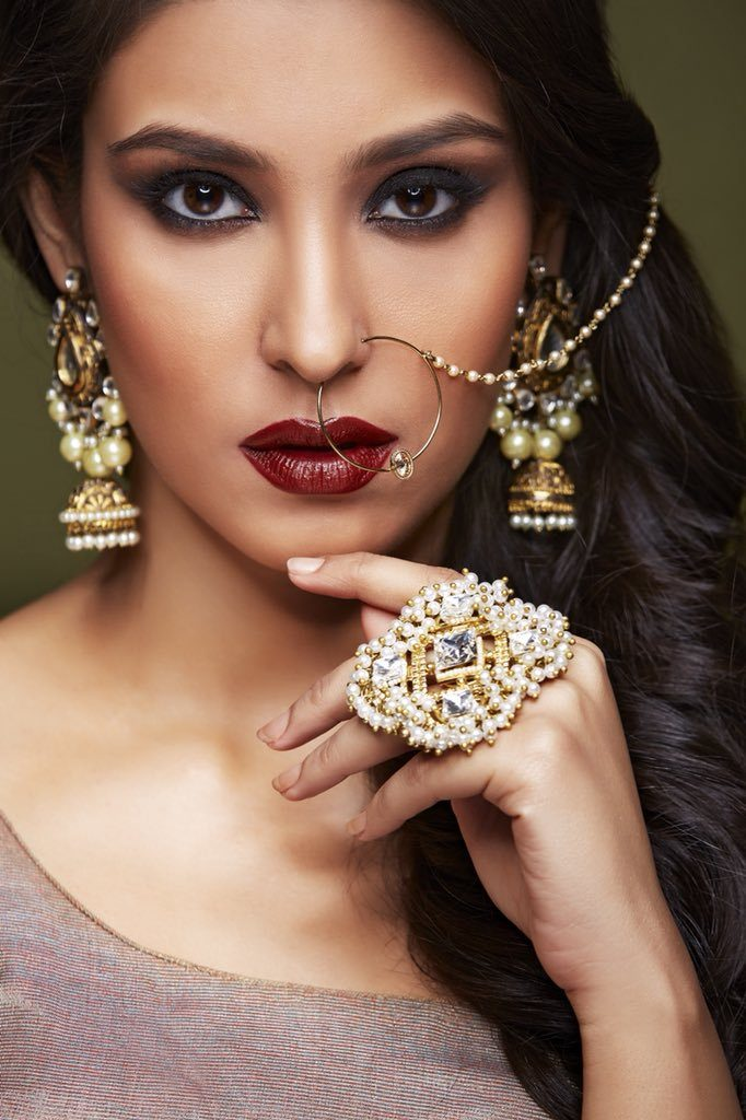 Navneet Kaur Dhillon Sexy Lips Pics
