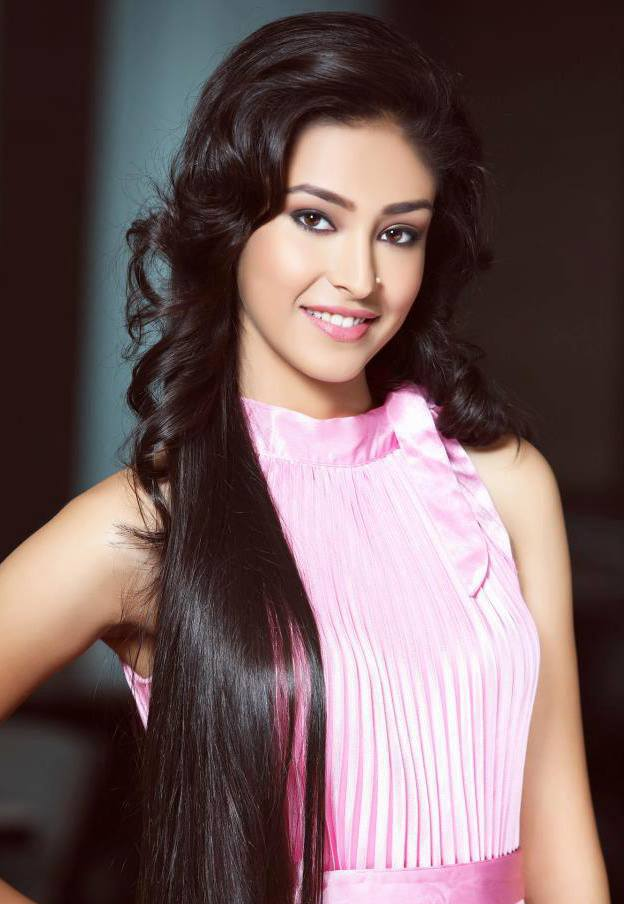 Navneet Kaur Dhillon Smile Photos