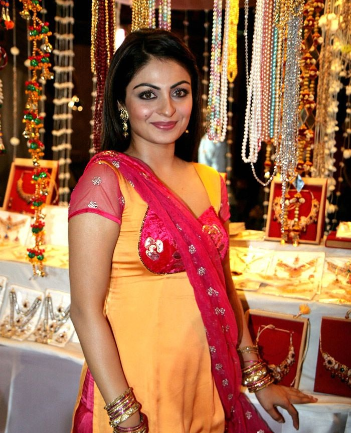 Neeru Bajwa Hot HD Sexy Images