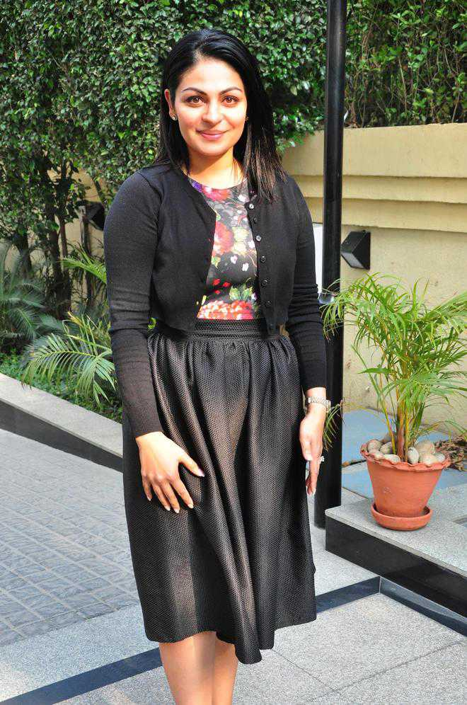 Neeru Bajwa In Garden Photoshoot