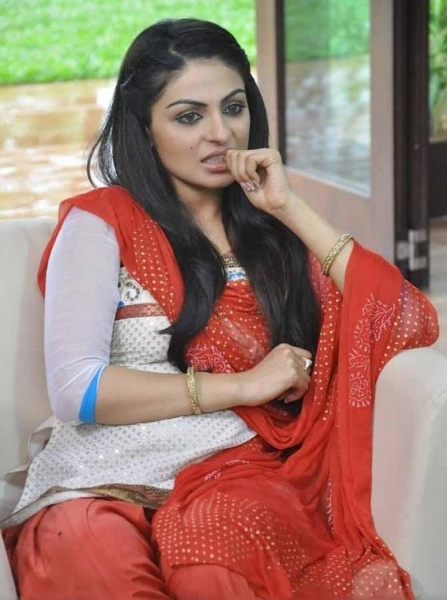 Neeru Bajwa In Salwar Kameez Pictures